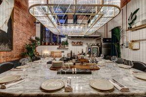 12 новых заведений апреля и как их оценивают петербуржцы. Аперитивный бар с фонтаном негрони, итальянский ресторан на бывшем заводе и секретное место на Новой Голландии