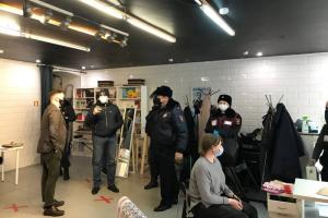 В офисе петербургского штаба Навального проходит обыск. Полиция ищет экстремистскую литературу и запрещенные материалы