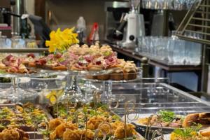 На улице Некрасова открыли бистро Ôpetit с блюдами французской кухни и вином 🍷