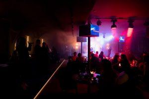 На «Летучем Голландце» открыли видовой караоке-ресторан. Это уже второе заведение на корабле