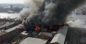 Как выглядит пожар в здании «Невской мануфактуры» с высоты птичьего полета? «Фонтанка» сняла видео с коптера