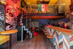 На улице Ломоносова открыли мексиканский бар El Chapo. Там готовят латиноамериканские блюда и делают коктейли на текиле 🌮