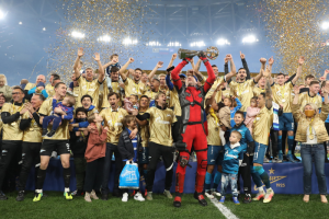 Как в Петербурге отпраздновали досрочное чемпионство «Зенита». Шоу дронов, салют и Дзюба в костюме Дэдпула