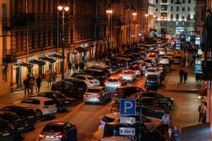 На Рубинштейна ограничили движение по выходным — но там всё равно много машин. Почему так вышло и станет ли улица пешеходной