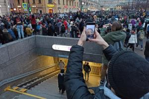 Сторонники Навального объявили, что перестанут анонсировать митинги. Протест станет спонтанным. Обновлено