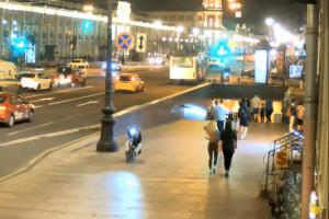 Глава СК потребовал завести уголовное дело на водителей электросамокатов, которые сбили прохожих на Невском проспекте и устроили драку