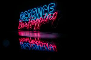 В это воскресенье наши ученые займут 16 петербургских баров. Регистрируйтесь на фестиваль и устройте себе научный бар-хоппинг 🧬