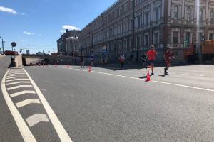 Вот как в Петербурге проходит полумарафон «ЗаБег.РФ». В городе — массовые перекрытия