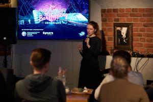 Как прошел Science Bar Hopping — 32 лекции в барах, рейв на остановке и фигуры Илона Маска 🤖