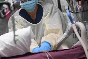 В Петербурге развернут дополнительные койки из-за роста заболеваемости коронавирусом. Временный госпиталь в «Ленэкспо» возобновит работу