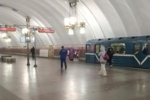На станции «Лиговский проспект» на рельсы упал пассажир. Некоторое время поезда не ходили по участку четвертой линии