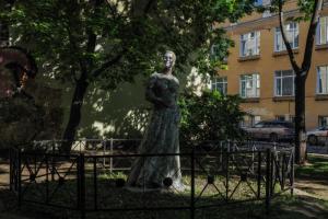 Петербуржцы отмыли Коломенскую Венеру перед реставрацией. Вот ее новый (и немного пугающий) образ 🗿