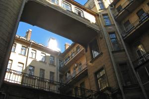 В доме Бака — конфликт жильцов из-за экскурсий. Как это может повлиять на доступ в этот и другие популярные дома Петербурга