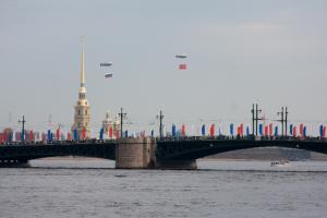 В центре Петербурга — массовые перекрытия из-за ПМЭФ, Евро-2020 и «Алых парусов». Смотрите, в какие дни на дорогах будет затруднено движение
