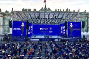 На Дворцовой площади выступили Диана Арбенина и симфонический оркестр. Посмотрите, как это было