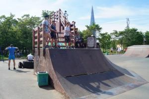 Скейт-парк в парке 300-летия Петербурга хотят демонтировать. Против этого выступают местные спортсмены
