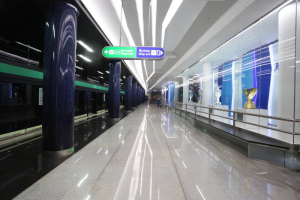 Станцию «Зенит» открыли для пассажиров. Посмотрите на новое оформление — с надписями и кубками 🏆