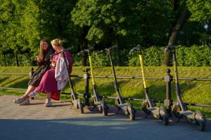 Когда электросамокаты могут вернуть на улицы Петербурга? Отвечают кикшеринги