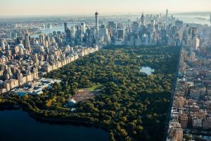Представьте, что в Петербург перенесли Центральный парк Нью-Йорка. Он занял бы участок от «Адмиралтейской» до «Площади Александра Невского»