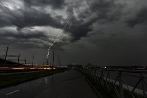 В Петербурге ухудшается погода и начинаются дожди с грозами. В воскресенье — местами ливни и град ⛈️