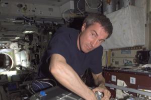 Последний космонавт в высшем руководстве «Роскосмоса» Сергей Крикалев покинул должность. Он критиковал идею снять фильм на МКС за деньги госкорпорации