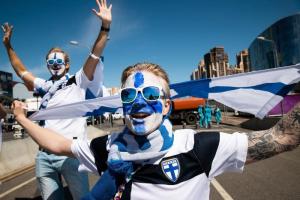 Что происходило в Петербурге перед матчем Россия — Финляндия. Танцы в костюмах Ивана Грозного, ограничения на дорогах и тысячи финских фанатов