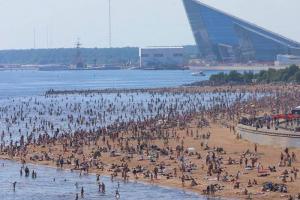 «Сегодня мы все равны перед жарой». Читатели «Бумаги» рассказывают, за что любят петербургский зной