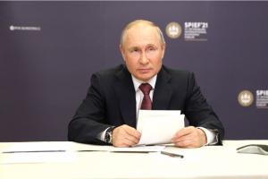 Путин распорядился организовать платную вакцинацию иностранцев от коронавируса. С 15 июля в России также начнут прививать трудовых мигрантов