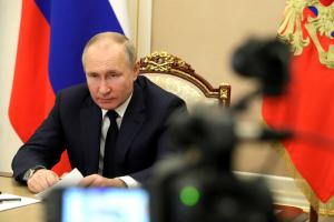 Путин подписал несколько новых законов — о нежелательных организациях, охотничьем оружии и втором «дальневосточном гектаре». Вот подробности
