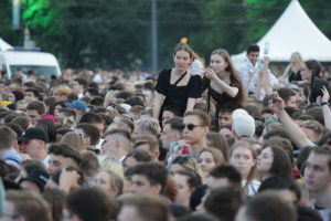 Почему в Петербурге в разгар третьей волны прошли «Алые паруса» и как это может отразиться на эпидемии