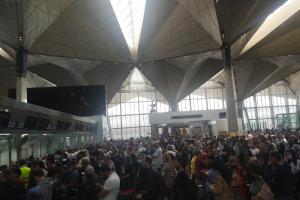 Транспортная прокуратура проверяет аэропорт Пулково. Очевидцы сообщали о гигантских очередях на регистрацию