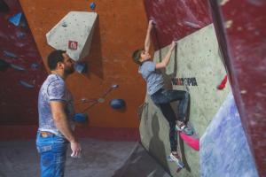 «Это выбор ребенка». Спортивные родители — о том, как поддерживают детей во время занятий физическими упражнениями