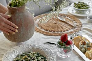 Судак с салатом из спаржи и безалкогольный коктейль «Беллини»: в ресторанах Italy — новый раздел в меню