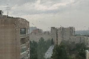 «Сейчас заплачу от счастья». В ряде районов Петербурга прошел дождь — горожане делятся снимками мокрых крыш и благодарят высшие силы ☔