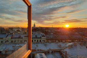 Власти Петербурга годами говорят о запуске легальных экскурсий по крышам. Но они так и не появились — рассказываем почему