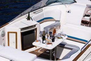 Восемь плавучих ресторанов в Петербурге: двухпалубный корабль с винтажной мебелью, «винный» катер и теплоход в стиле стимпанк