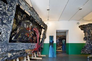 В Marina Gisich Gallery — персональная выставка Александра Шишкина-Хокусая. Там можно увидеть работы для Венецианской биеннале, механический балет и портреты людей из Африки и Азии