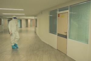 Власти Петербурга решили отказывать медикам в выплатах из-за заболевания COVID-19, если они не вакцинированы
