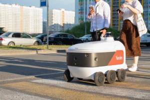 В Мурине еду теперь развозит полуметровый робот-курьер «Яндекса». Да, это настоящий киберпанк 🤖