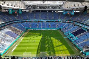Иностранные болельщики Евро-2020 провели больше времени в барах Петербурга, чем на стадионе и в музеях, выяснили в МТС