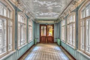 Петербургским гидам напомнили о запрете экскурсий в доме Бака. Но жители всё равно замечают десятки людей в выходные