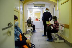 Темпы заболеваемости, вакцинация, новый штамм и ограничения. Что нужно знать о третьей волне коронавируса в Петербурге