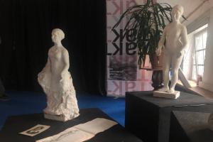 На реставрацию Коломенской Венеры собирают 300 тысяч рублей, за пожертвования дарят картины. Скульптуру вернут в сквер в день начала блокады