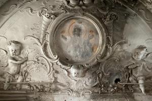 В церкви при Смольном монастыре обнаружили лик Богородицы, композицию «Ночной Иерусалим» и поврежденные фигуры ангелов. КГИОП показал фото