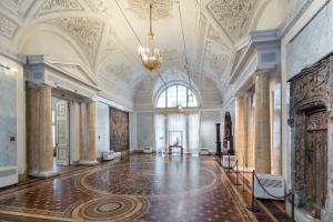 В Эрмитаж из Лувра прибыла картина Рафаэля «Прекрасная садовница» — шедевр ждали в музее с декабря