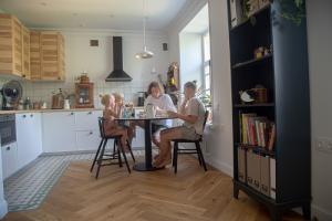 «Я купил квартиру в дореволюционном доме на Петроградской и сделал ремонт за два месяца». Блогер Илия Воскресенский рассказывает о перепланировке, проблемах с сантехникой и реакции соседей