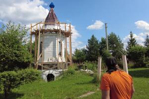 Петербургский искусствовед запустил краеведческое ютьюб-шоу. Первый выпуск — про дачные церкви Ленобласти, о которых не знают туристы