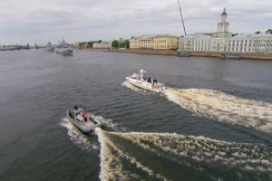 Путин прибыл в Петербург для участия в параде ко Дню ВМФ. Горожане жалуются на перекрытия, но пробок почти нет