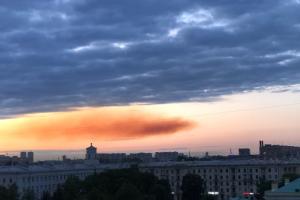 Жители Кировского района заметили странное оранжевое облако. В Росприроднадзоре не знают, что это было