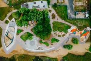 В Кронштадте открыли вторую часть парка «Остров фортов» — с набережной и площадками для детей и скейтбордистов. Показываем фотографии и видео